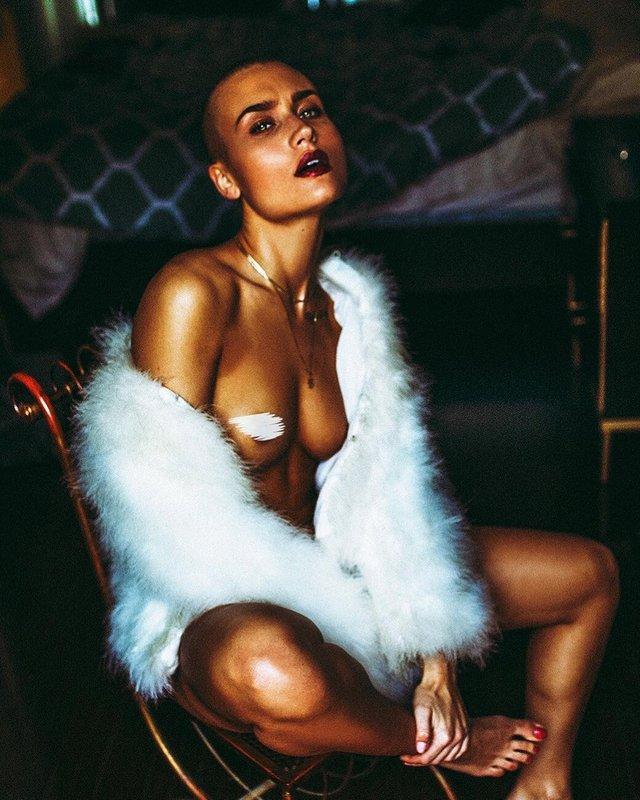 Дівчина тижня: сексуальна Вендела Ліндблом, яка стала першою лисою моделлю Playboy (18+) - фото 297019