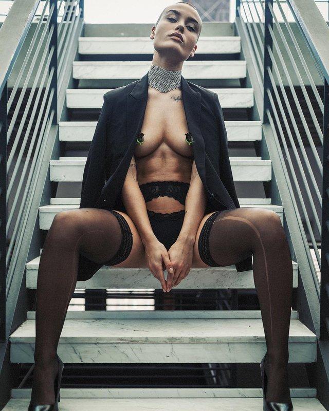 Дівчина тижня: сексуальна Вендела Ліндблом, яка стала першою лисою моделлю Playboy (18+) - фото 297021