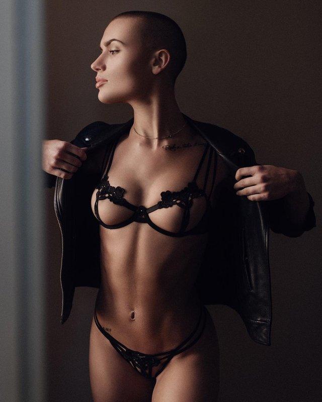 Дівчина тижня: сексуальна Вендела Ліндблом, яка стала першою лисою моделлю Playboy (18+) - фото 297033