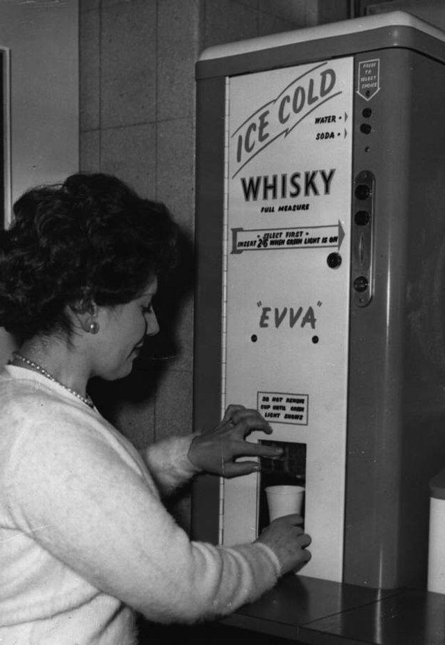 Так виглядали перші торгові автомати у США - фото 297134