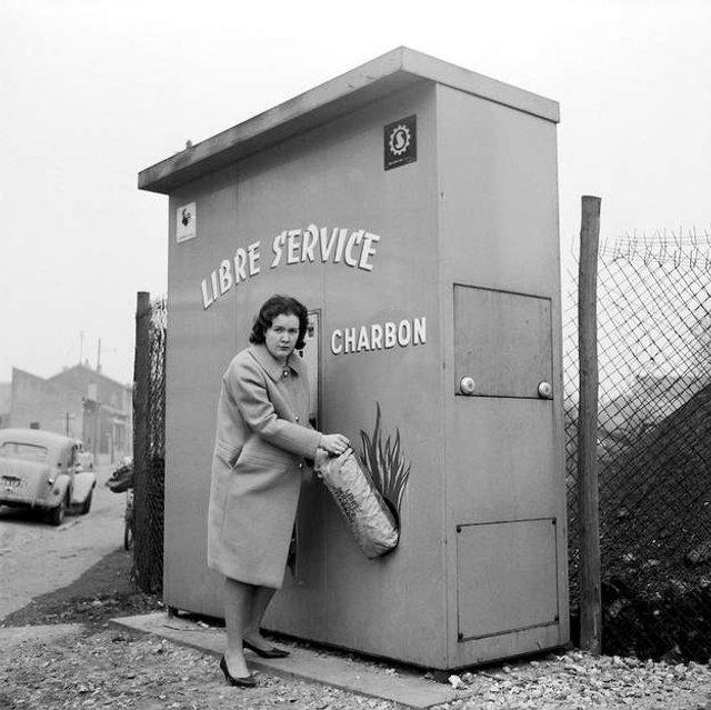 Так виглядали перші торгові автомати у США - фото 297135