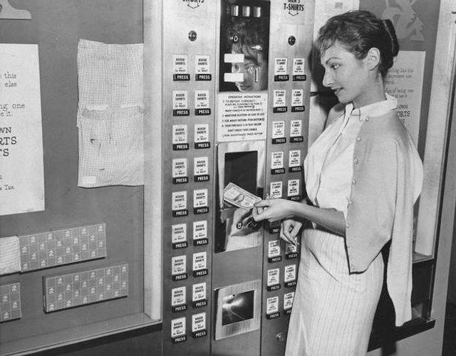 Так виглядали перші торгові автомати у США - фото 297141