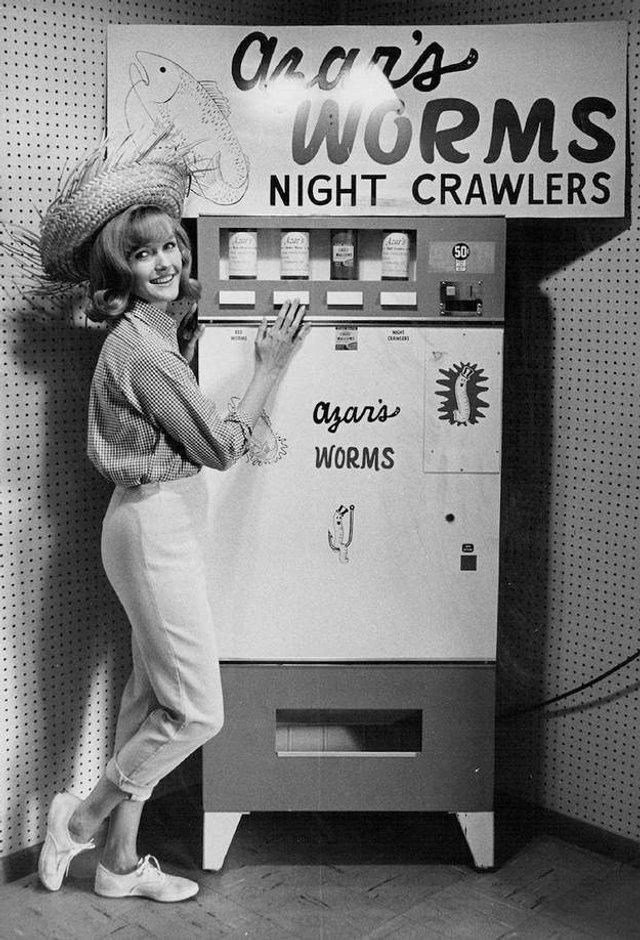 Так виглядали перші торгові автомати у США - фото 297142