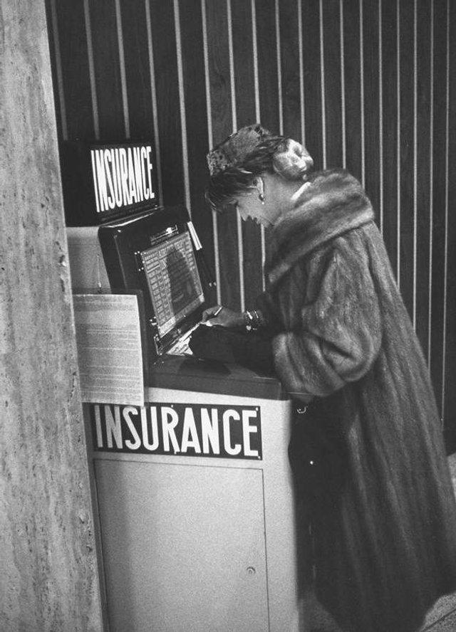 Так виглядали перші торгові автомати у США - фото 297143