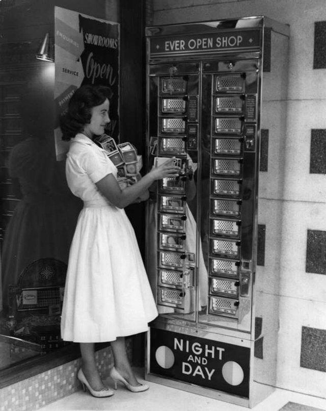 Так виглядали перші торгові автомати у США - фото 297144