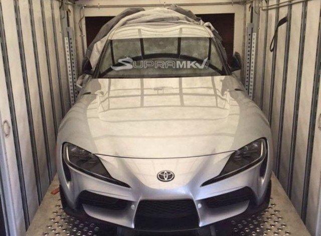 Срібна Toyota Supra - фото 297456