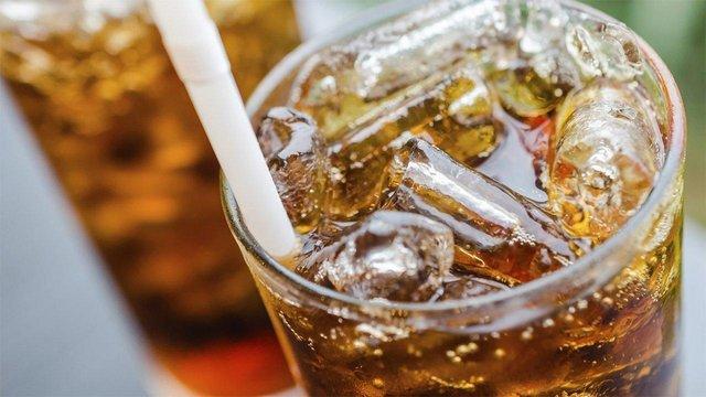 Газованими напоями не варто зловживати - фото 297492