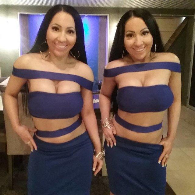 Найбільш схожі близнючки у світі виходять заміж за одного чоловіка - фото 297748