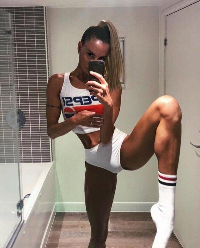 Дівчина тижня: модель Ія Остергрен з нереально довгими ногами - фото 298483
