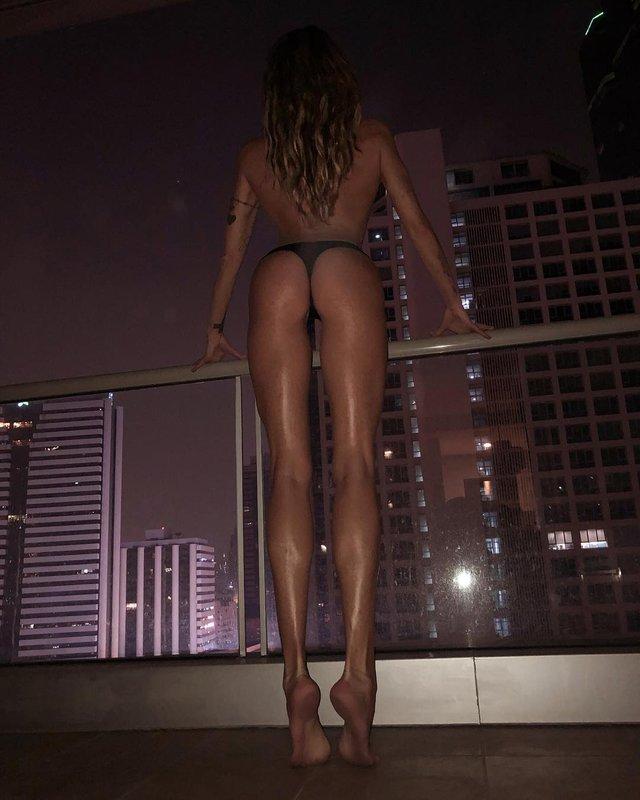 Дівчина тижня: модель Ія Остергрен з нереально довгими ногами - фото 298484
