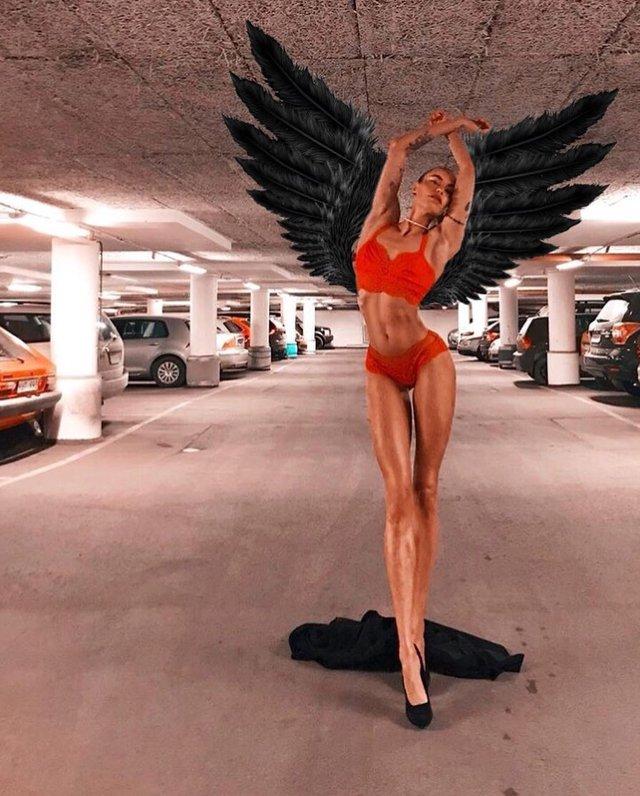 Дівчина тижня: модель Ія Остергрен з нереально довгими ногами - фото 298485