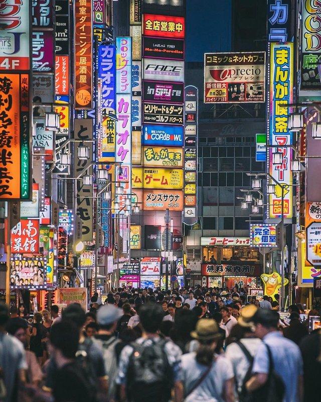 Захопливі вуличні фото Японії Такеші Хаякави, які заворожують - фото 298515
