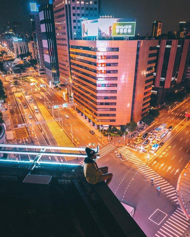 Захопливі вуличні фото Японії Такеші Хаякави, які заворожують - фото 298516