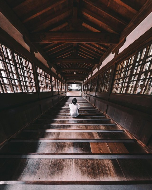 Захопливі вуличні фото Японії Такеші Хаякави, які заворожують - фото 298522