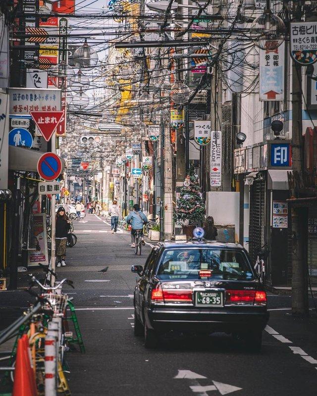 Захопливі вуличні фото Японії Такеші Хаякави, які заворожують - фото 298523
