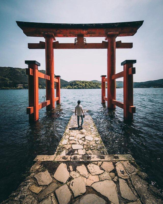 Захопливі вуличні фото Японії Такеші Хаякави, які заворожують - фото 298527