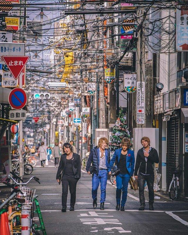 Захопливі вуличні фото Японії Такеші Хаякави, які заворожують - фото 298532