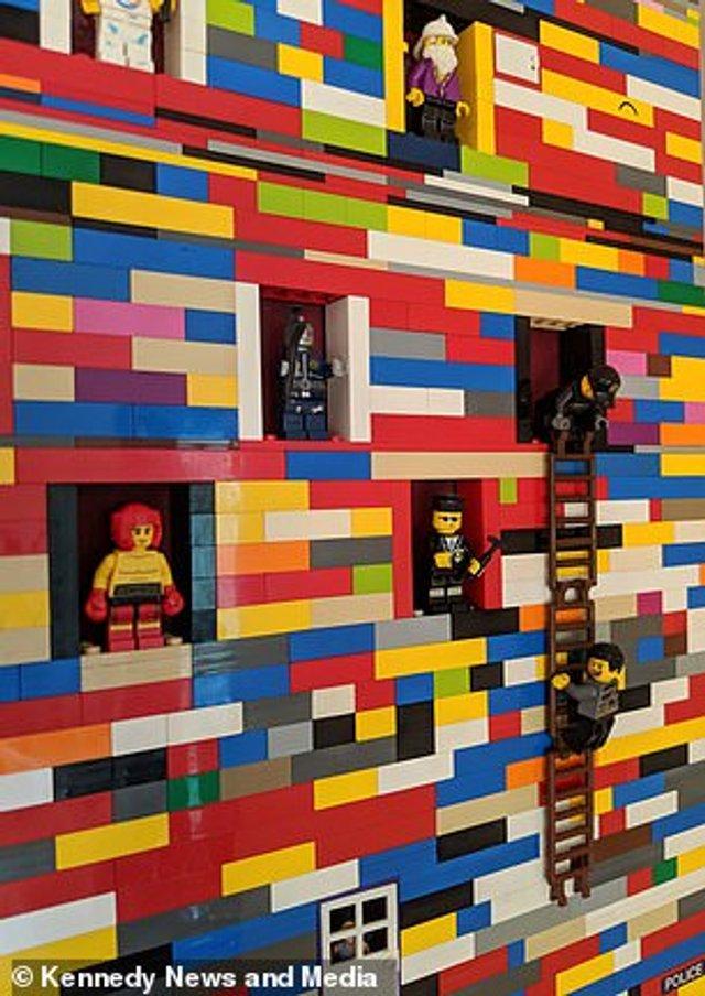 Сім'я витратила 10 місяців на те, щоб побудувати справжню стіну з Lego - фото 298555