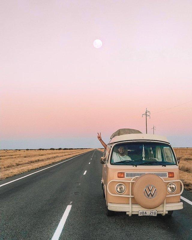 Пара мандрує Австралією на фургоні з вином: яскраві фото - фото 298718