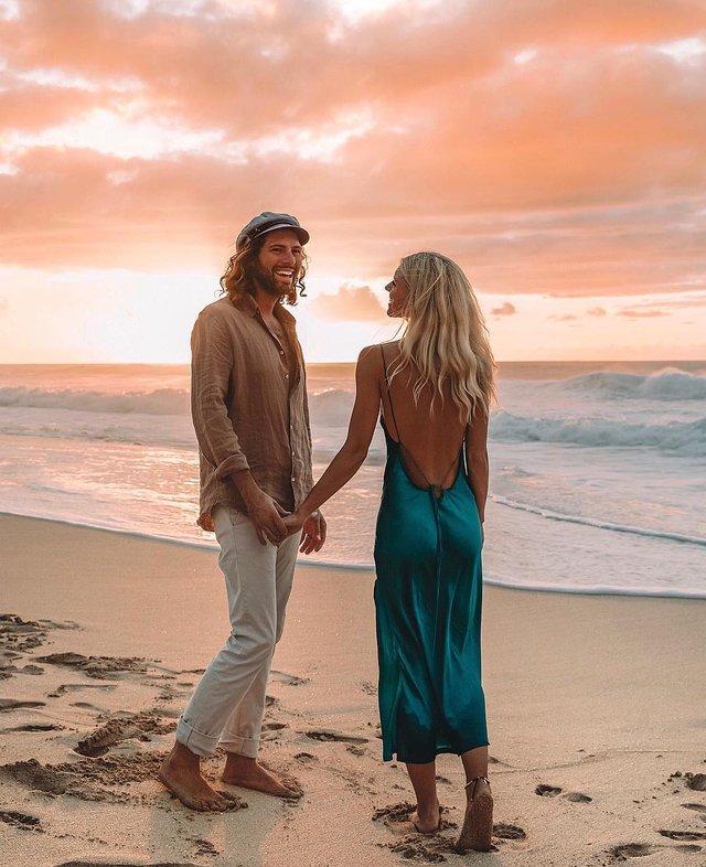 Пара мандрує Австралією на фургоні з вином: яскраві фото - фото 298719