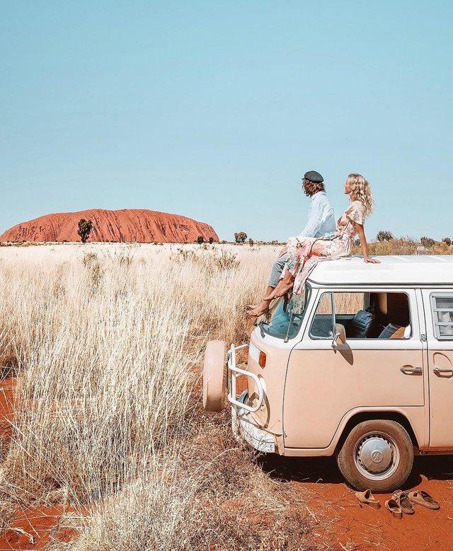 Пара мандрує Австралією на фургоні з вином: яскраві фото - фото 298725