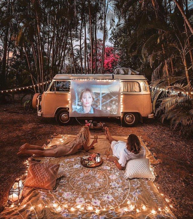 Пара мандрує Австралією на фургоні з вином: яскраві фото - фото 298736