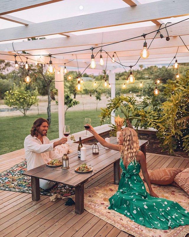 Пара мандрує Австралією на фургоні з вином: яскраві фото - фото 298737