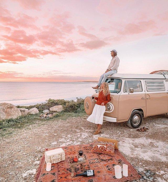 Пара мандрує Австралією на фургоні з вином: яскраві фото - фото 298738