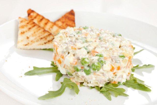 Рецепт вегетаріанського салату Олів'є без майонезу - фото 298791