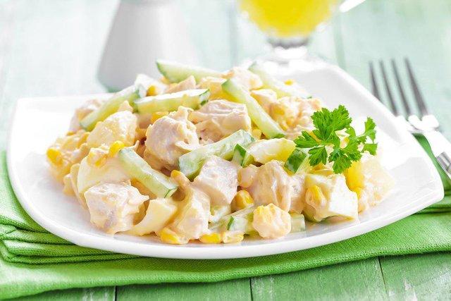 Рецепт салату Олів'є з шинкоюіананасом - фото 298797