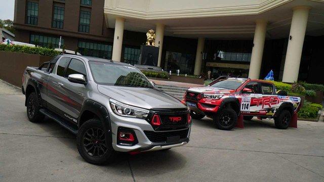 Toyota в Токіо покаже потужний Hilux Black Rally Edition - фото 298908
