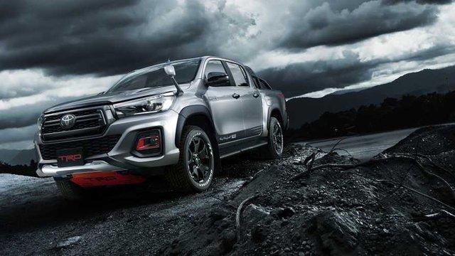 Toyota в Токіо покаже потужний Hilux Black Rally Edition - фото 298909