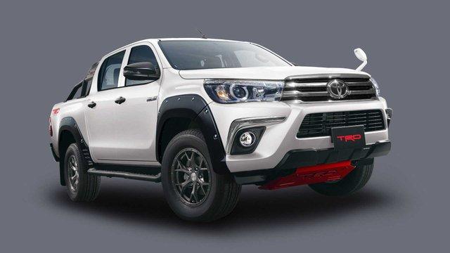 Toyota в Токіо покаже потужний Hilux Black Rally Edition - фото 298910
