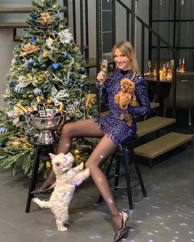 Леся Нікітюк похвалилася стрункими ногами  - фото 298968