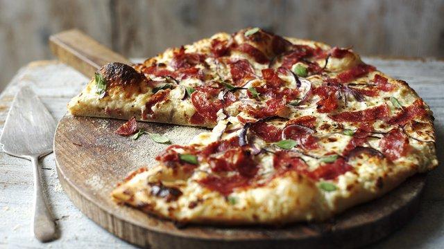 У корисній піці менше сиру, і більше овочів - фото 299015