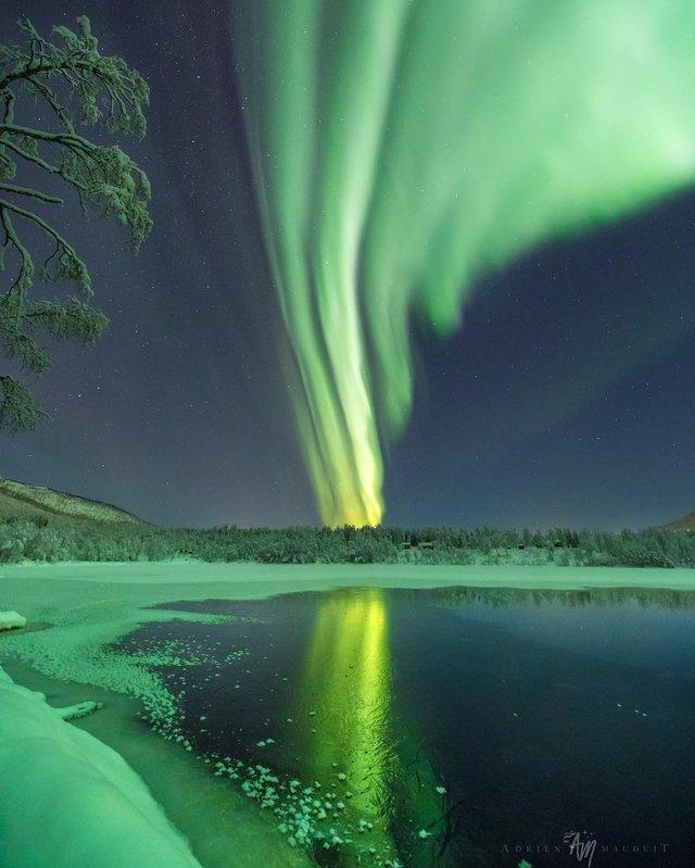 Неймовірна краса полярного сяйва: захопливі фото і відео - фото 299231