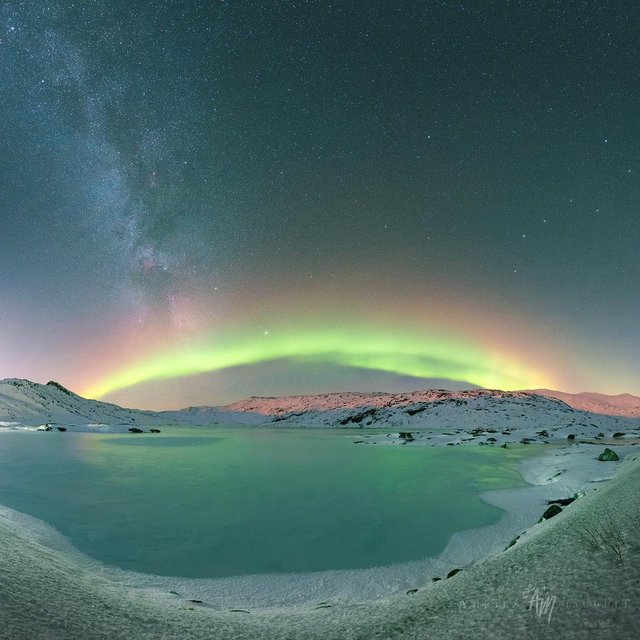 Неймовірна краса полярного сяйва: захопливі фото і відео - фото 299242