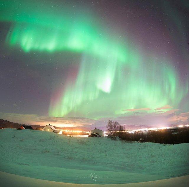 Неймовірна краса полярного сяйва: захопливі фото і відео - фото 299243