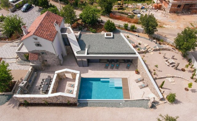 Ідеальний дім для родини у Хорватії: яскраві фото - фото 299351