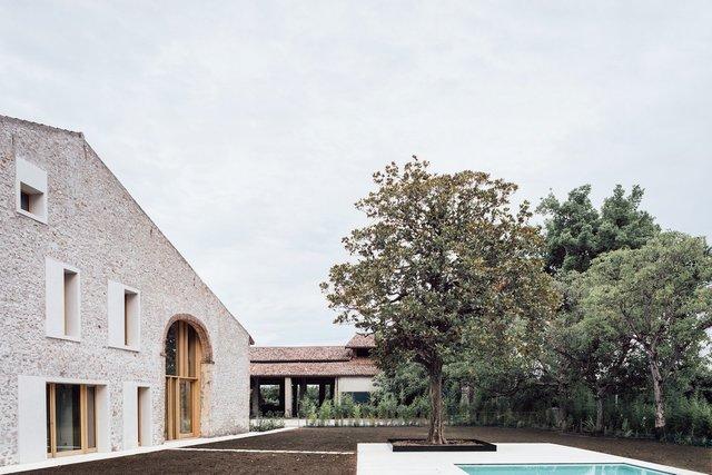 Архітектори зробили сучасний дім зі старого сараю - фото 299435