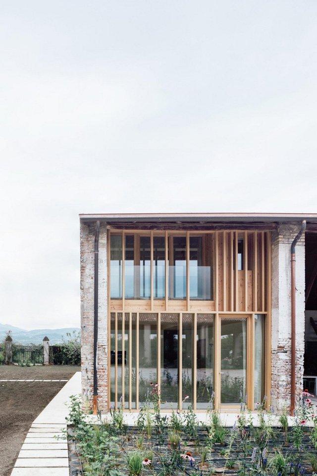Архітектори зробили сучасний дім зі старого сараю - фото 299439
