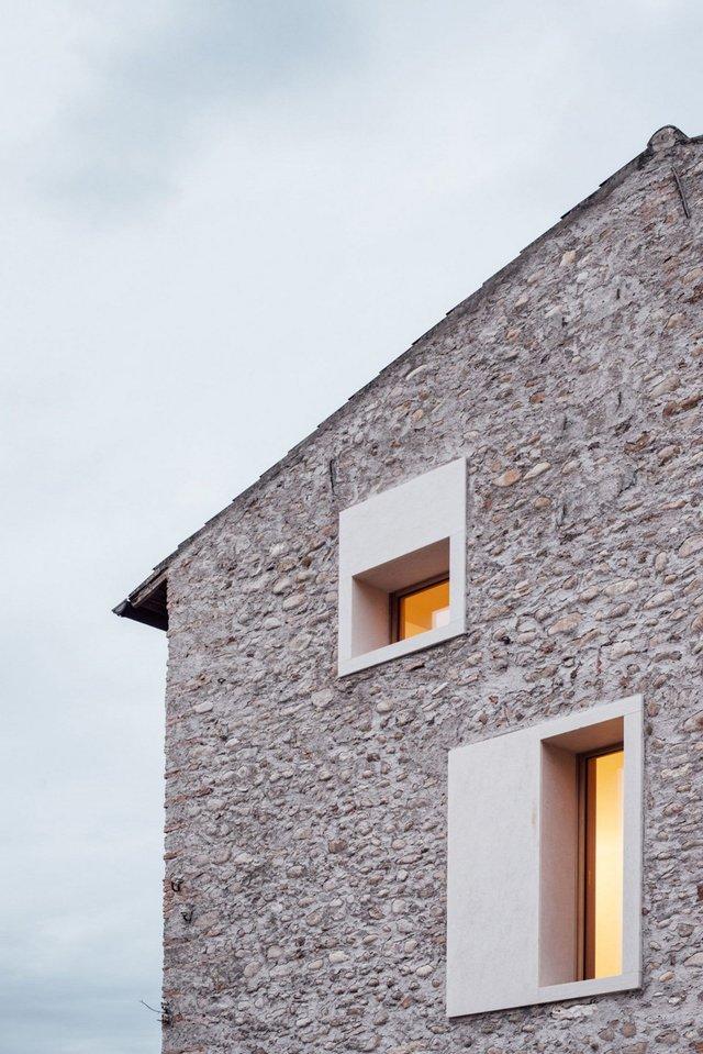 Архітектори зробили сучасний дім зі старого сараю - фото 299442