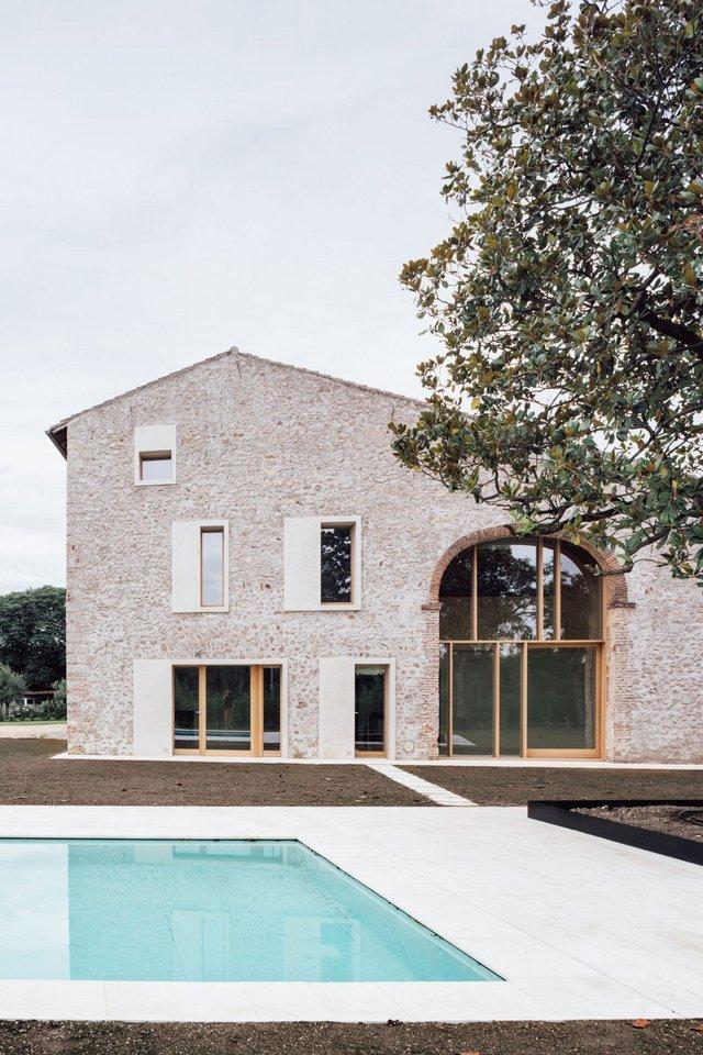 Архітектори зробили сучасний дім зі старого сараю - фото 299443
