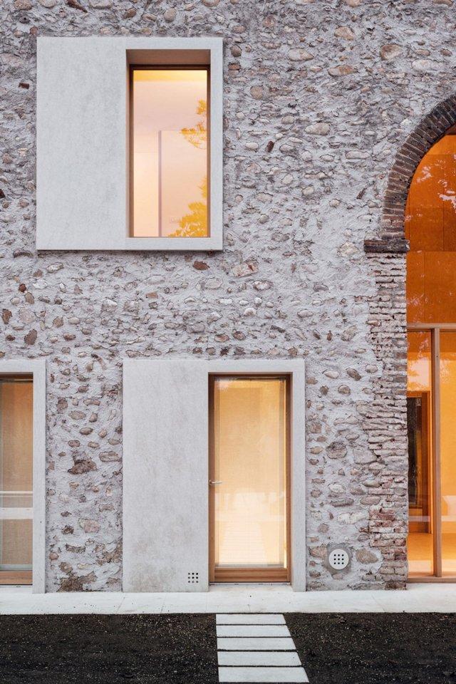 Архітектори зробили сучасний дім зі старого сараю - фото 299444