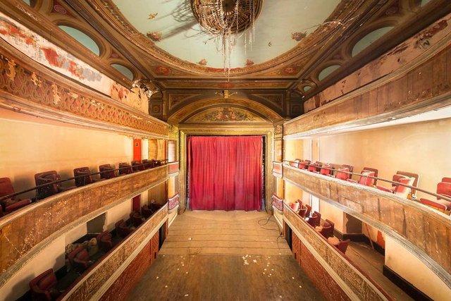 Занедбані театри Європи: вражаючі фото - фото 299515