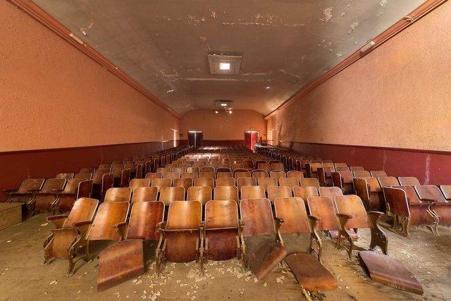Занедбані театри Європи: вражаючі фото - фото 299516