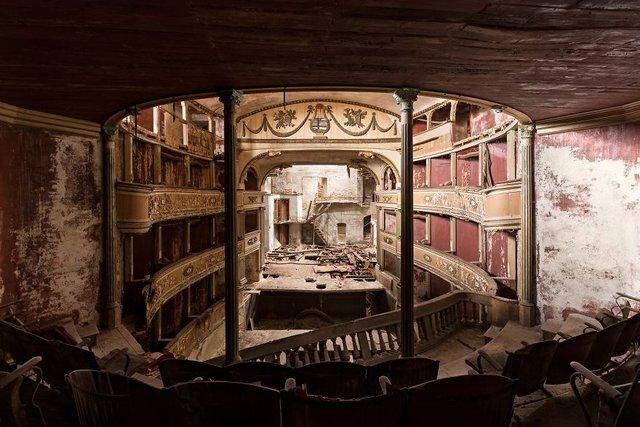 Занедбані театри Європи: вражаючі фото - фото 299518