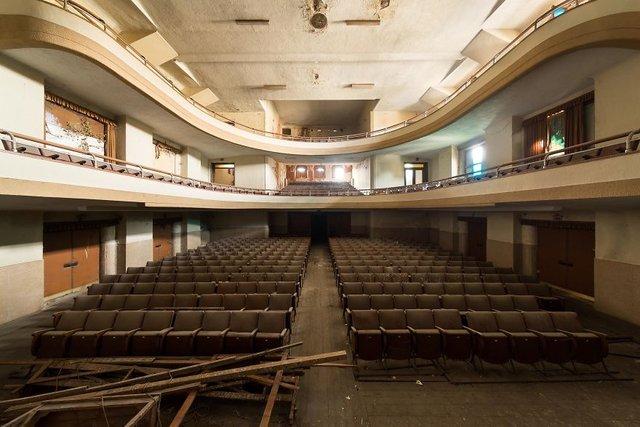 Занедбані театри Європи: вражаючі фото - фото 299519