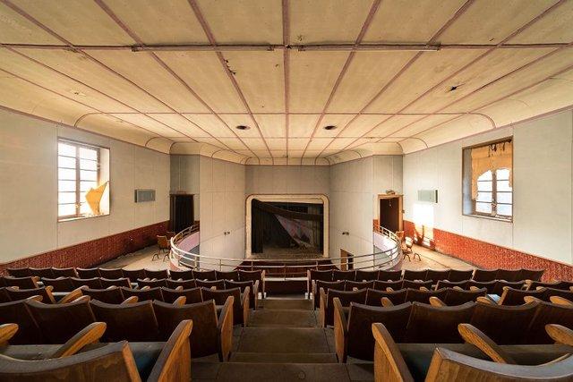 Занедбані театри Європи: вражаючі фото - фото 299522