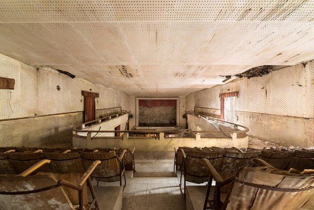 Занедбані театри Європи: вражаючі фото - фото 299523